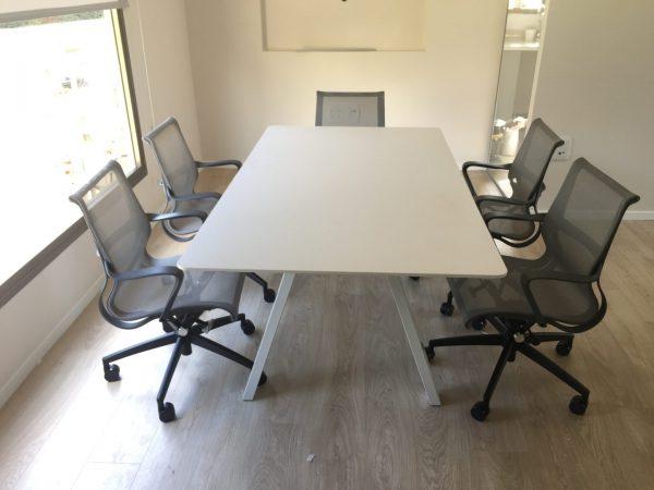 שולחן לחדר ישיבות דגם V - סטטוס ריהוט משרדי
