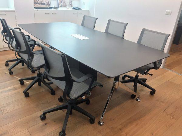 שולחן לחדר ישיבות דגם לואיס- סטטוס ריהוט משרדי