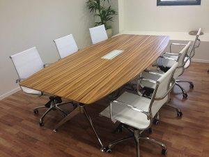 שולחן לחדר ישיבות דגם לואיס