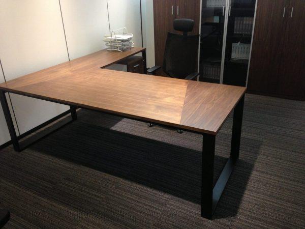 שולחן מנהל דגם Q- סטטוס ריהוט משרדי